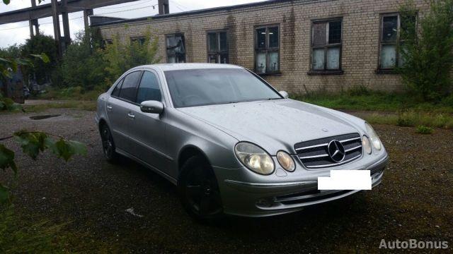 Mercedes-Benz E klasė, Sedanas   7