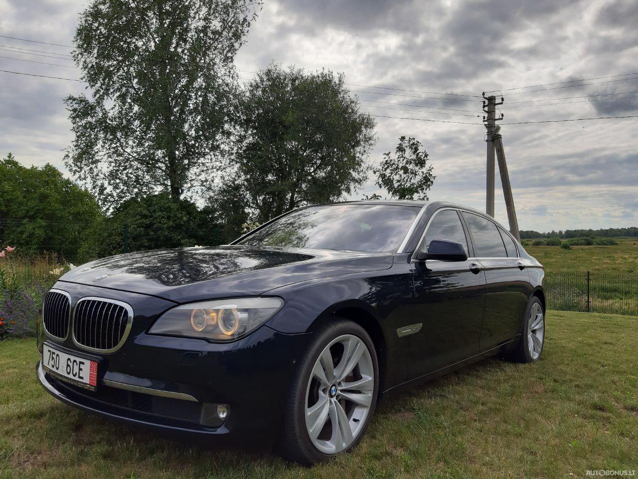 BMW 750, 4.4 l., Седан