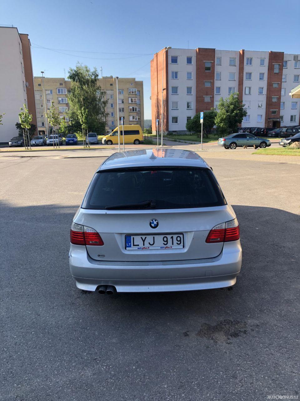 BMW 525, universalas