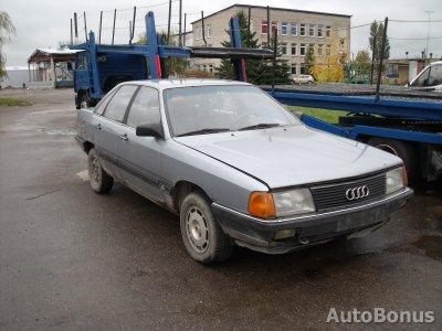 Audi 100, Saloon