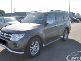 Mitsubishi Pajero cross-country