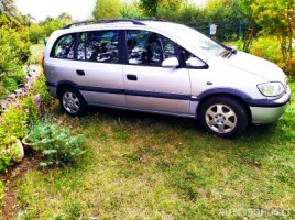 Opel Zafira sedanas