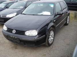 Volkswagen Golf saloon
