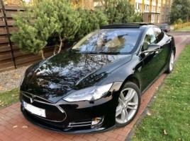 Tesla Model S hečbekas