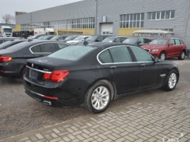 BMW 740   2