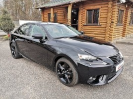 Lexus IS 300h sedanas